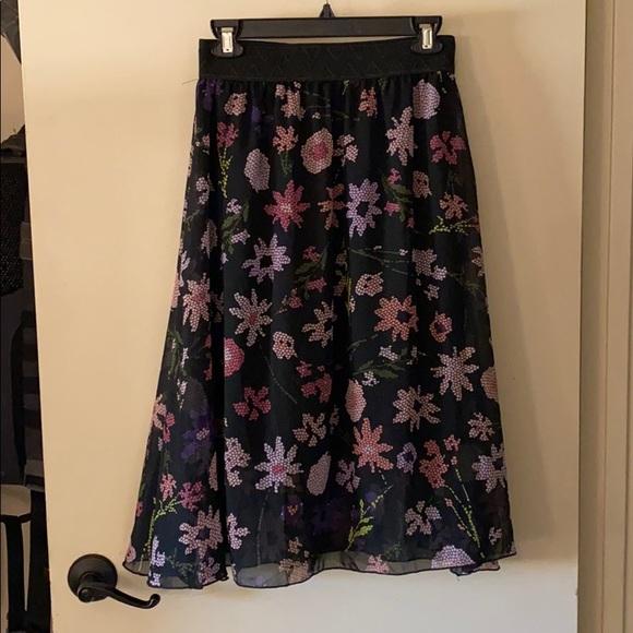 LuLaRoe Dresses & Skirts - LuLaRoe Lola just-below-the-knee skirt